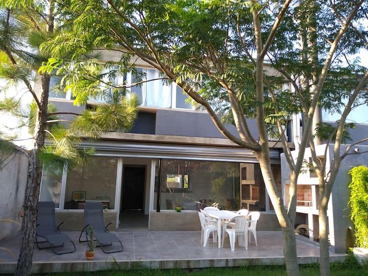 Amplia casa en zona Parque San Carlos