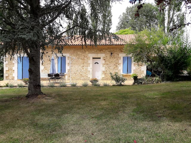Maison avec piscine privée dans le Périgord vert.