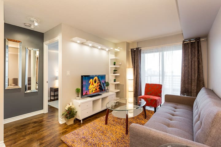 One Bed + Den VIP Condo In Central Mississauga.