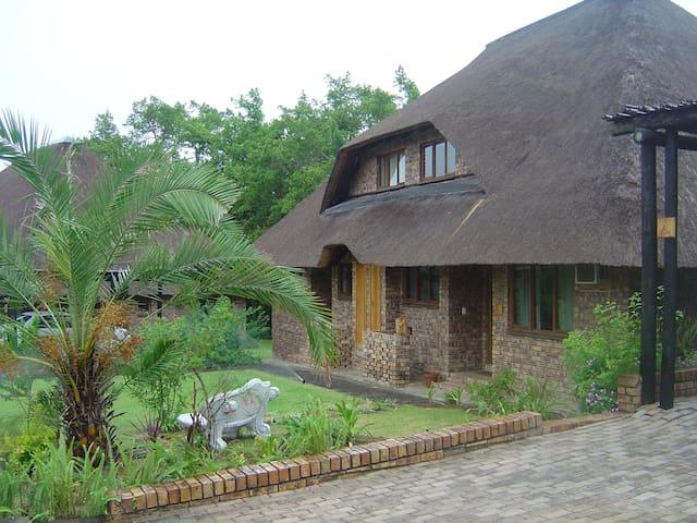 Chalet, Shongwe Ingwe 226a,Kruger Park Lodge - Hazyview - กระท่อมบนภูเขา
