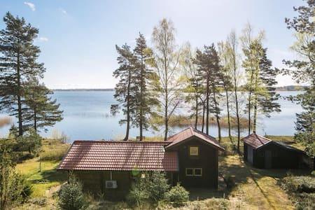 Paradis i skogen med unikt sjöläge. - Mölltorp - Chalet