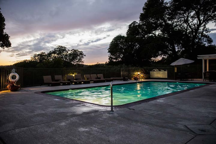 Upscale Modern Private with Views - San Rafael - Daire