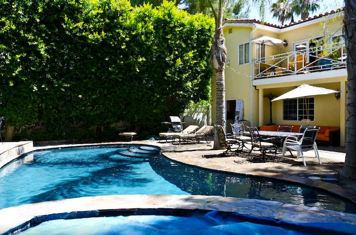 Private Upstairs Room, Beautiful House, Pool