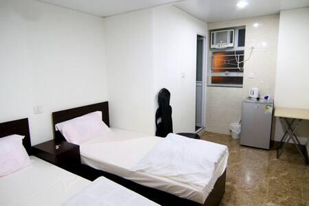 Spacious 2 single bed near MTR *A - Гонконг