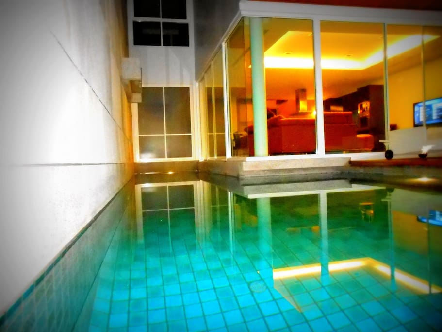 L-shaped Swimming pool right outside the living room