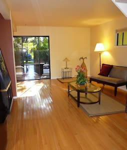 2/bd Townhouse with Redwood Porch