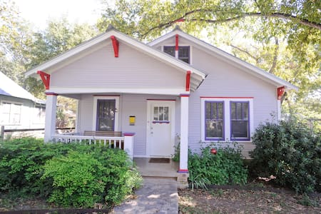 Cool Updated Craftsman Bungalow - Austin - House