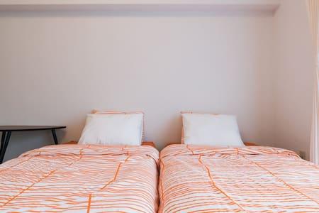 天神の中心!アクセス良好のツインルーム、コンビニ・スーパー至近で便利 - 福岡市 - Apartment