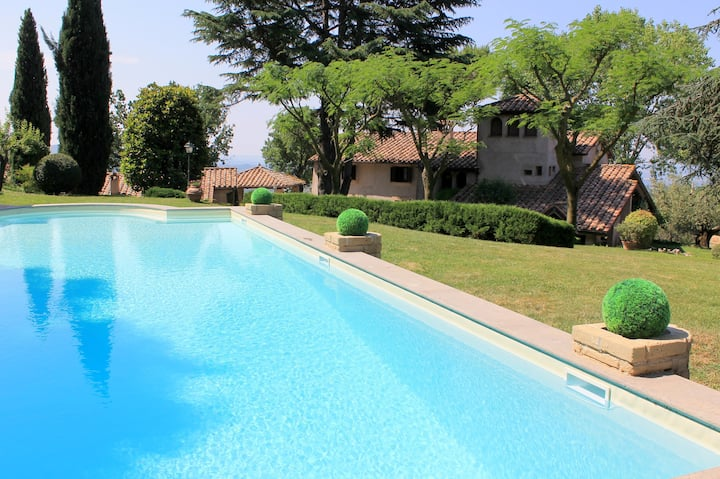 Deluxe Villa with pool near Rome