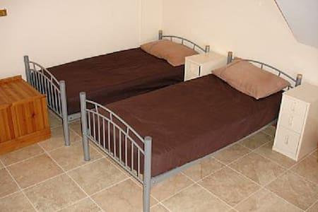 Bed in ground floor dormitory - Bewdley - Dormitório