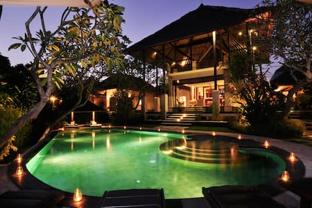 4 Bedroom villa free daily  car&driver+breakfast - South Denpasar