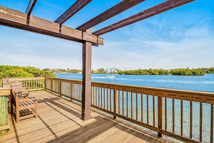 Stylish, Waterfront Condo w/ Shared Pools, Private Beach, Free WiFi, Central A/C