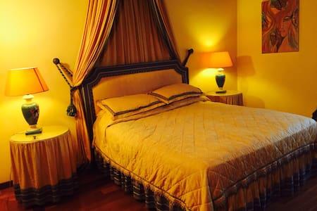 Stanza in accogliente villa privata - Roma