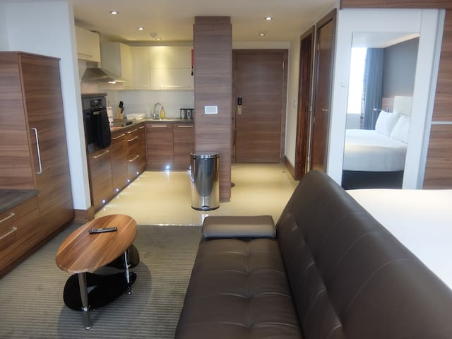 Watford large studio with hotel facilities