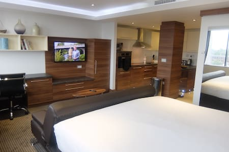 Watford Apartment With Hotel Facilities - Watford