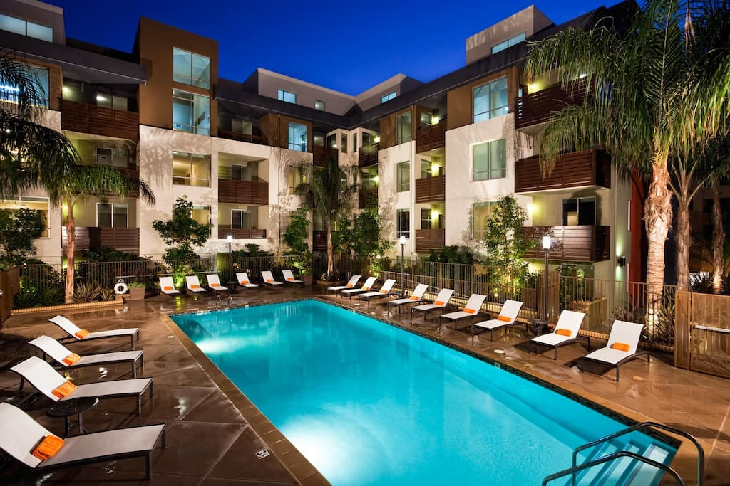 Urban hollywood vip celebrity penthouse 6 beds for Penthouse apartment los angeles