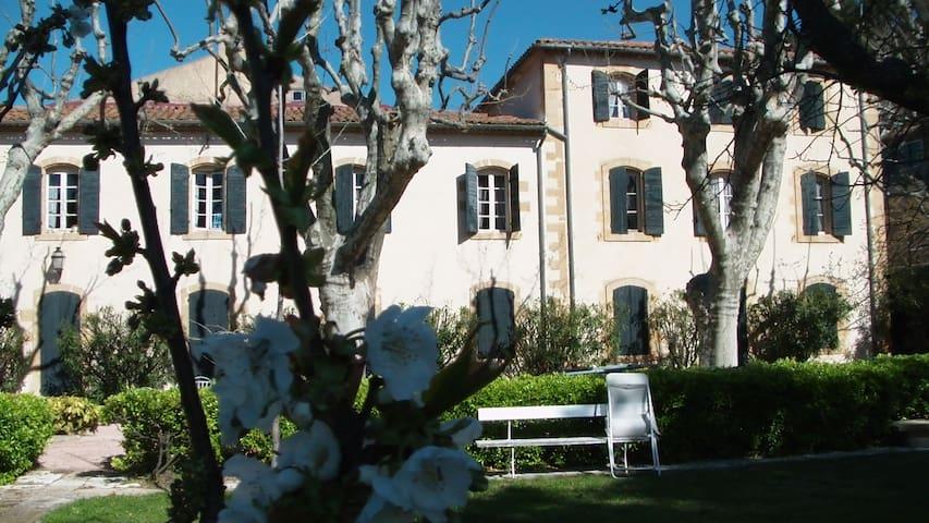 L'Enclos bastide provençale - Saint-Chamas - Hus