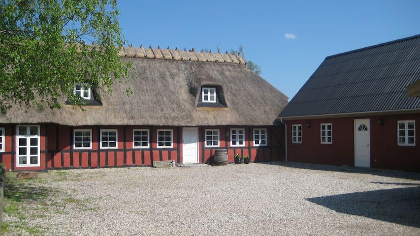 BONDEGÅRDSFERIE VED SKØNNE BOGENSE - Bogense - Huoneisto