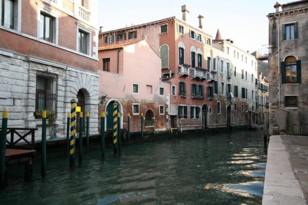 Signorile monolocale palazzo badoer appartamenti in for Monolocale a venezia