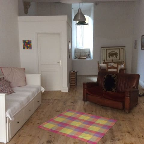 Beautiful airy, town centre studio. - Lectoure - Flat
