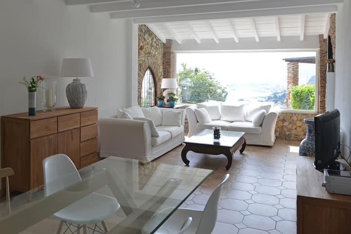 Villa with amazing sea view&garden!