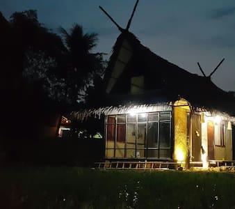 Saung Bale Bale. A Farmer House - Karangpawitan