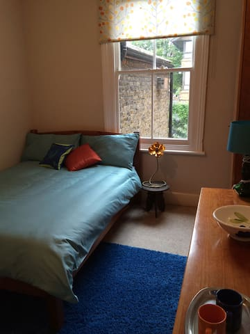 Colourful double room in Camberwell - London - Hus