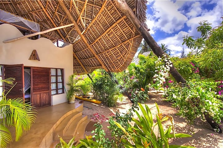 Fantastic Villa on the beach for 8 - Kendwa - House