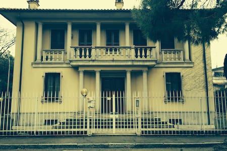 Private room in a villa close to Milano - Buccinasco