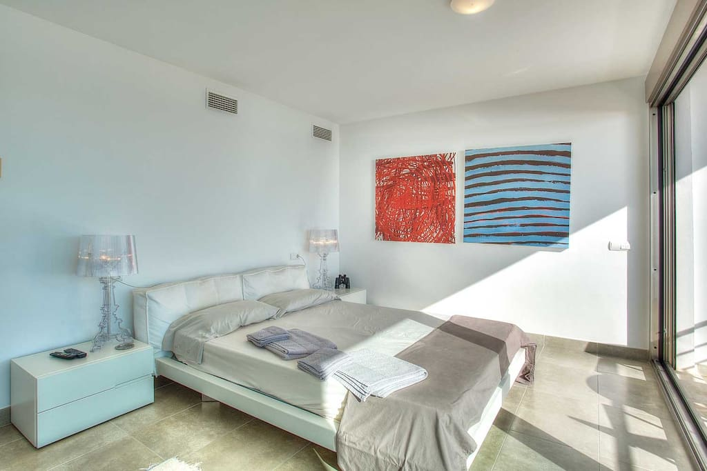 King-sized double bed, private balcony and amazing views