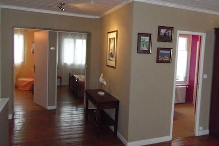 chambre double  avec salon privé - Concarneau - ที่พักพร้อมอาหารเช้า