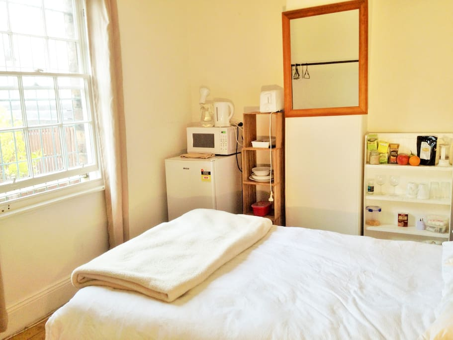 Fresh,clean,bright room with kettle, fridge and internet