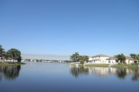 NICE ROOM IN A BEAUTIFUL HOME ON THE WATER!!! - Pembroke Pines - Haus