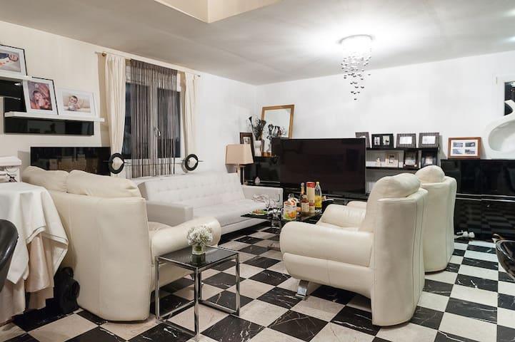 Petite chambre dans une maison PDej - Le Meux - Casa