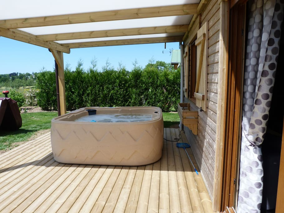 Cottage sequoia chalets te huur in sains du nord nord for Spa exterieur couvert