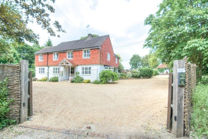 Beautiful family house with pool - Graffham - Hus