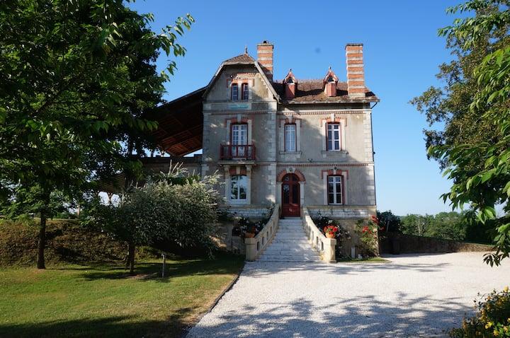 Villa Acacias Overlooking Dordogne