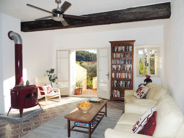 Stylish, Spacious Village House - Maureillas-Las-Illas - Hus