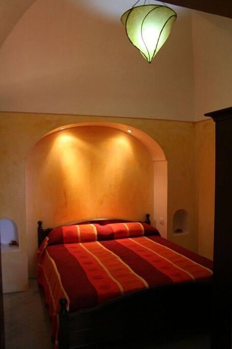 Camera da letto del dammuso arancio
