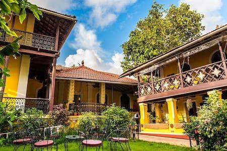Casa Menezes Heritage Homestay - P. O. Goa Velha, Tiswadi  - Гестхаус