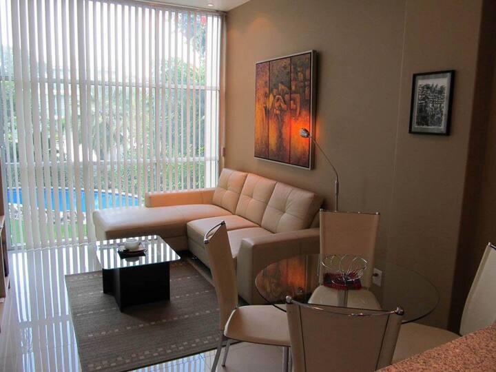 1 Bedroom Suite w/hotel service