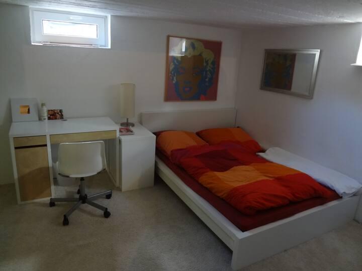 2 ruhige Zimmer in Haus mit Garten, eigenes Bad