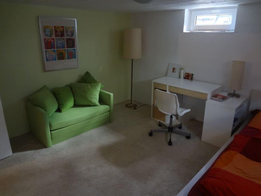 2 ruhige zimmer in haus mit garten eigenes bad maisons. Black Bedroom Furniture Sets. Home Design Ideas