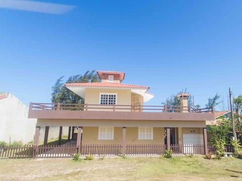 Beautiful 2-story house, close to the Jaguaruna sea.