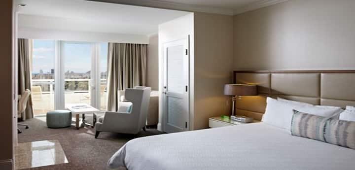 Fontainebleau Jr. Suite Tresor 25th Floor Bayview