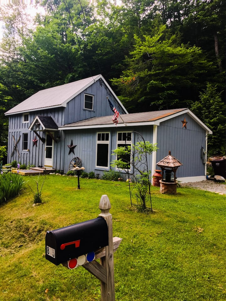 Cozy Mountain Cottage - Dogs Welcome