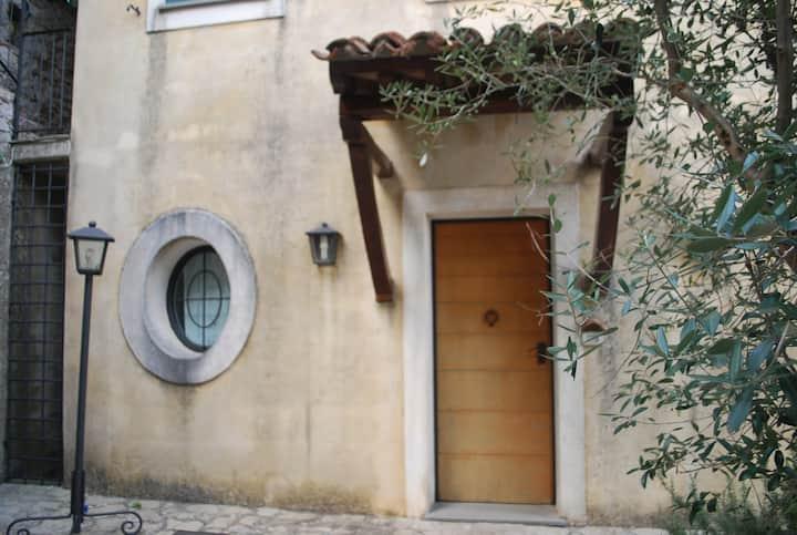 Borgo 2000-Graziosa dimora tra collina e mare