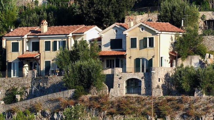 Borgo 2000-Mini alloggio per artisti vista mare