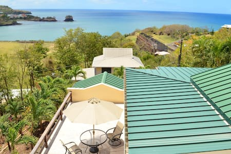 Bed, breakfast & view near airport - Castries City