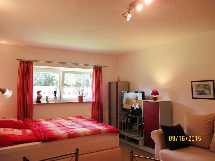 Cozy Souterrain Apartment in München-Oberförhing